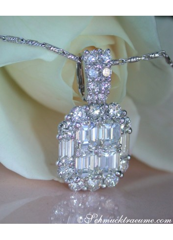 Exquisite Diamond Pendant with Flawless Diamonds
