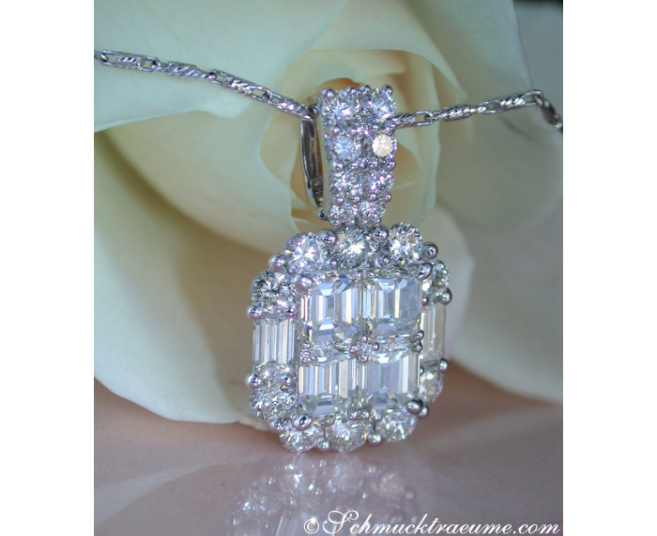 Exquisite Diamond Pendant with Flawless Diamonds
