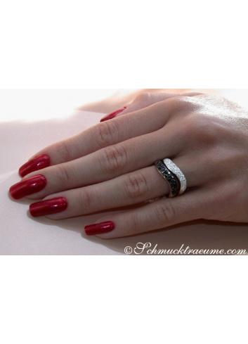 Curved Diamond Pavé Ring