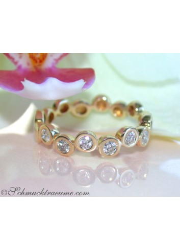 Timeless Diamond Eternity Ring in Yellow gold
