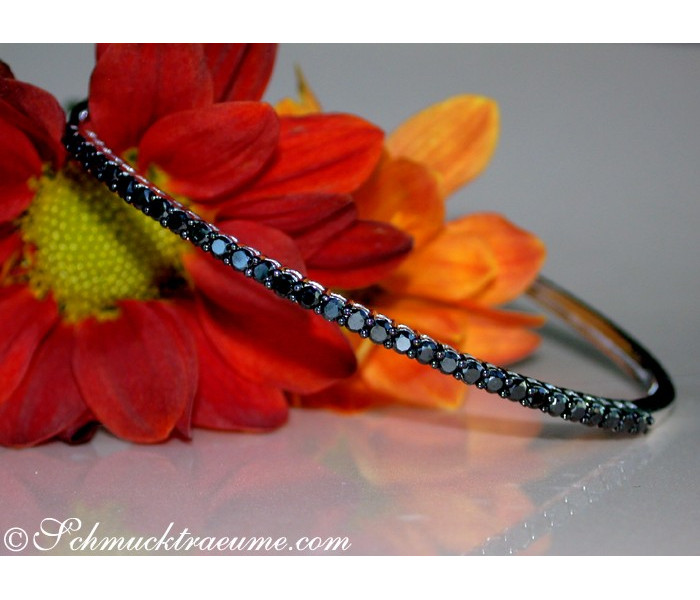 Timeless Bangle with Black Diamonds