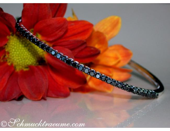 Timeless Bangle with Black Diamonds