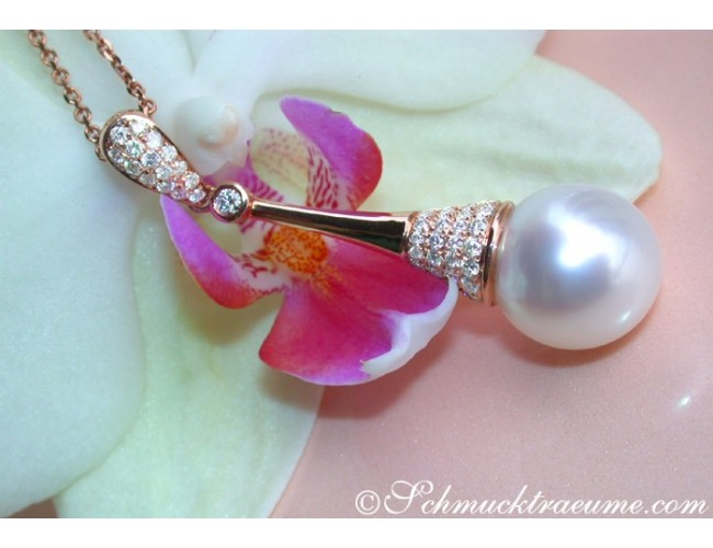 Extravagant Southsea Pearl Pendant with Diamonds in Rose gold