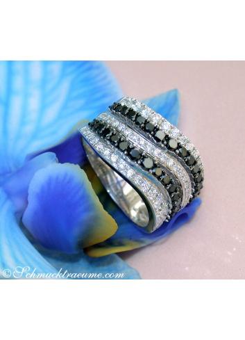 Breiter schwarze Diamanten Ring mit weißen Brillanten