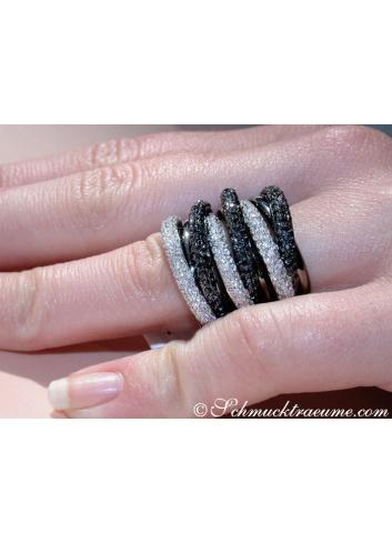Mehrreihiger Ring mit schwarzen Diamanten und weißen Brillanten