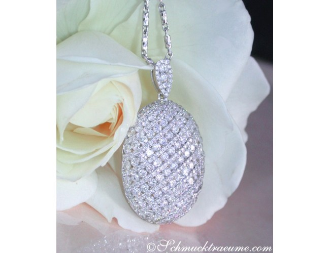 Glorious Diamond Pendant in White gold 18k