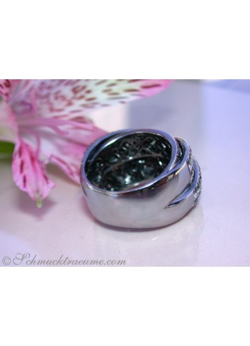 Stately Black & White Diamond Ring