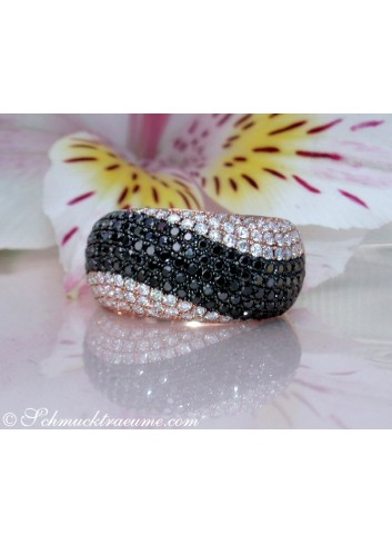 Interesting Wave Style Black & White Diamond Ring