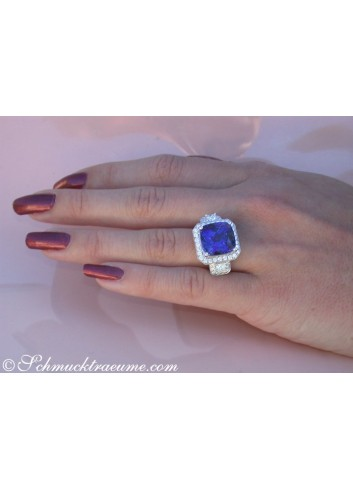 Terrific AAA Tanzanite Ring with Diamonds
