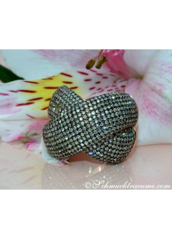 Stately Ring with Natural Brown Diamonds
