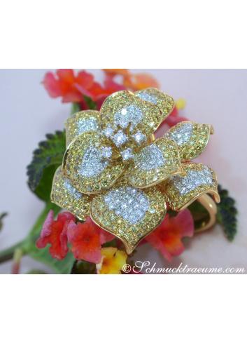 Stattlicher Brillanten Ring mit gelben Brillanten im Blumen Design