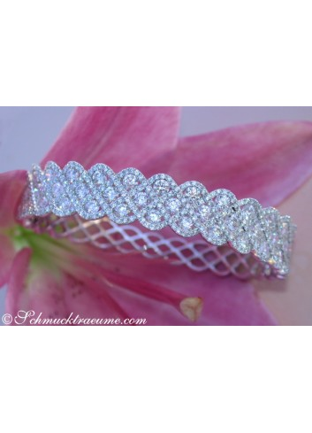 Exquisite Diamond Bangle (7,10 ct.)