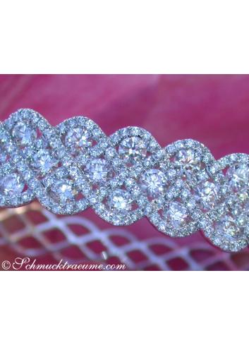 Exquisite Diamond Bangle (7,10 ct.)