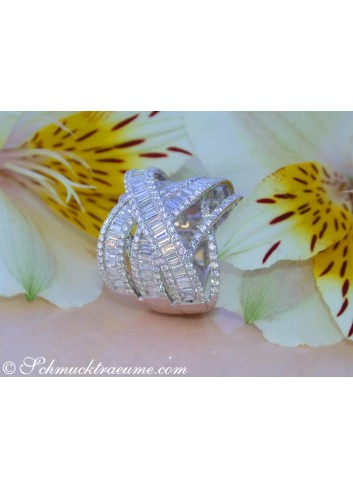 Überkreuzter Brillanten Ring mit Baguette Diamanten