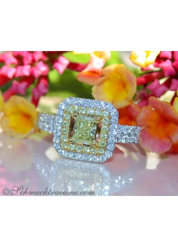 Terrific Yellow & White Diamond Ring