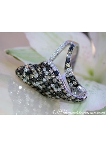 Extravagant Ring with black, white & natural brown Diamonds