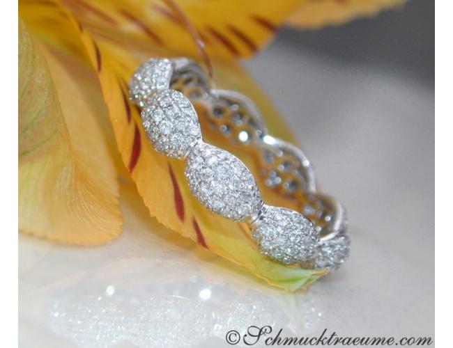 Timeless Diamond Pavé Eternity Ring in White gold