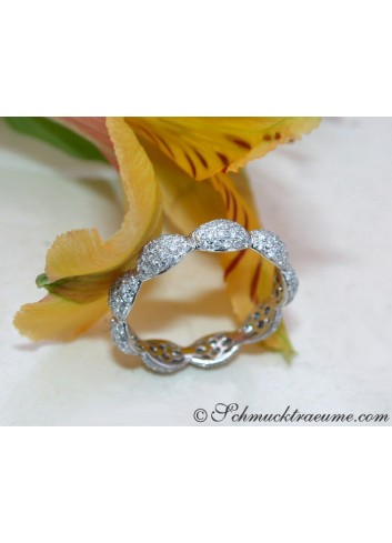 Timeless Diamond Pavé Eternity Ring in White gold