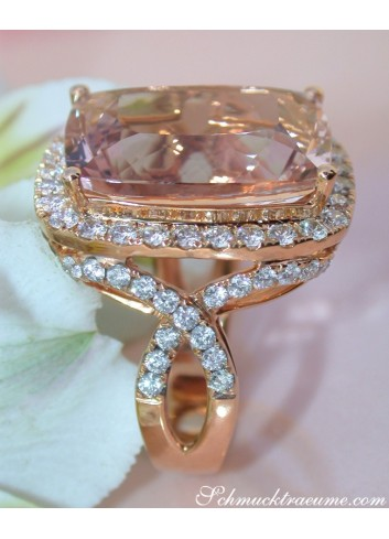 Opulent Morganite Ring with Diamonds