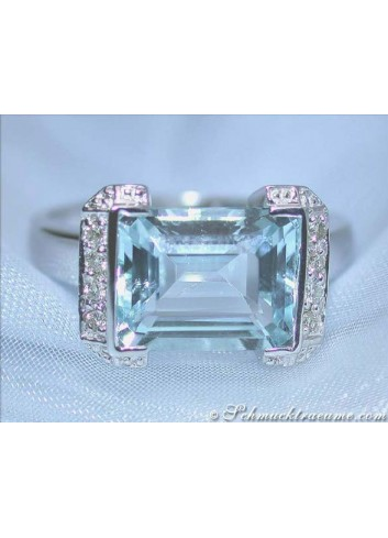 Fine Aquamarine Diamond Ring