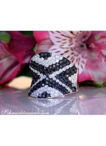 Stately Black & White Diamond Ring (Zig-Zag Style)