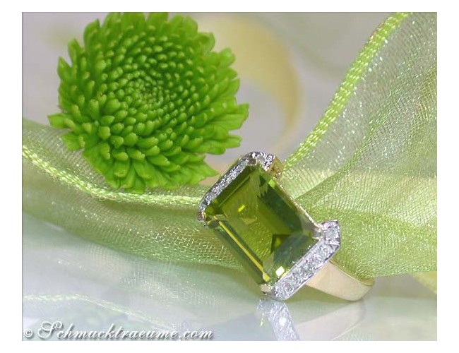 Peridot Ring mit Diamanten