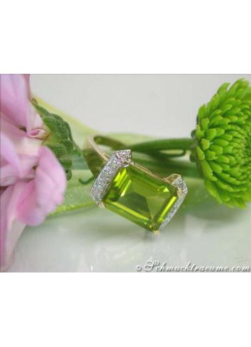 Fine Peridot Diamond Ring