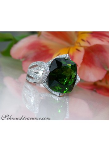 Stately Green Tourmaline Ring with Diamonds