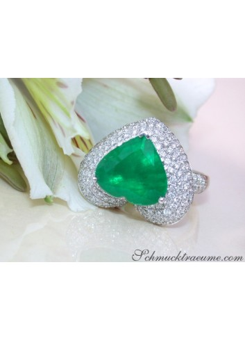 Terrific Emerald Heart Ring with Diamonds