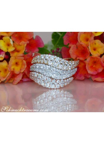 Three Curved Stacking Rings with Diamonds