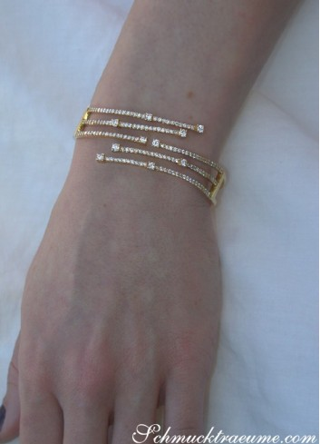 Picture Perfect Diamond Bangle in Yellow gold 18k