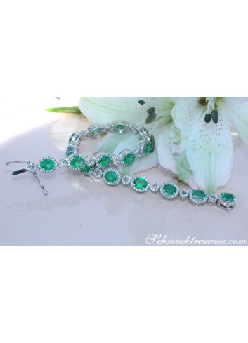 Exquisite Emerald Bracelet with Diamonds