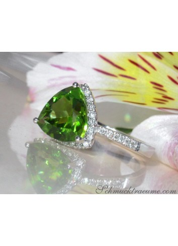Precious Peridot Ring with Diamonds