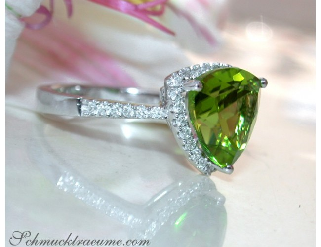 Peridot Ring mit Brillanten