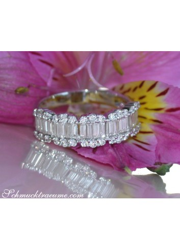 Exquisite Diamond Band in Whitegold 18k