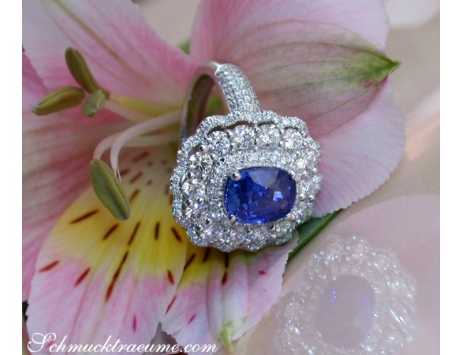 Exquisite Ceylon Sapphire Ring with Diamonds