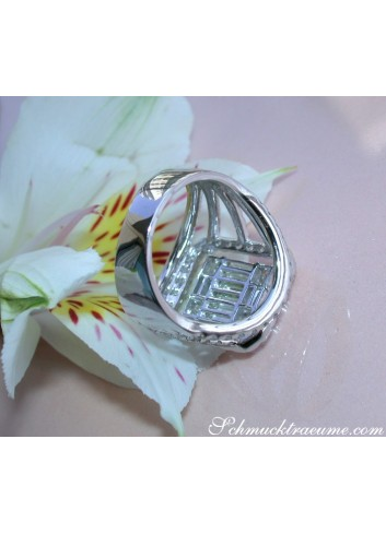 Luxurious Diamond Ring with Princess and Baguette Diamonds