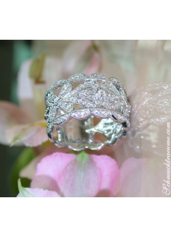 Graceful Antique Style Diamond Ring