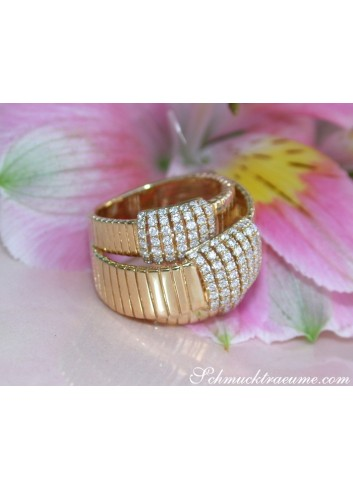 Opulent Diamond Ring