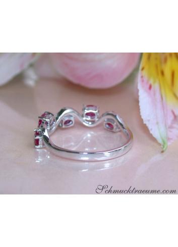 Rubin Ring mit Diamanten in Weißgold