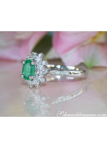 Delicate Emerald Ring with Diamonds