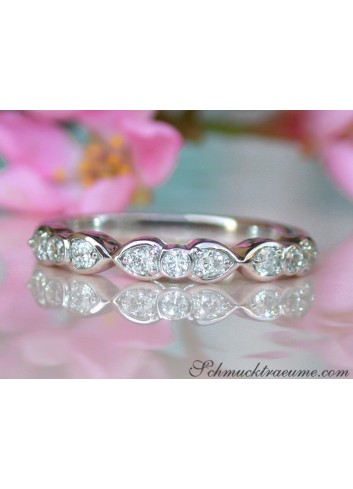 Delicate Diamond Band in Whitegold 18k
