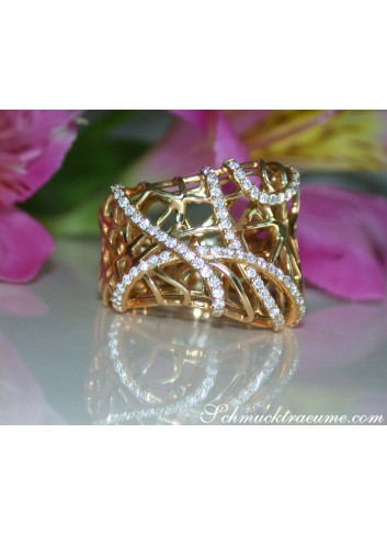 Unusual Diamond Ring in Yellowgold