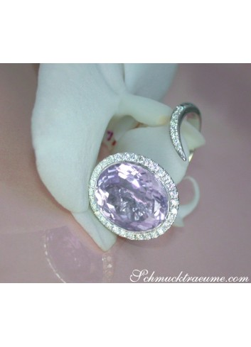 Attractive Lilac / Light Purple Amethyst Ring with Diamonds