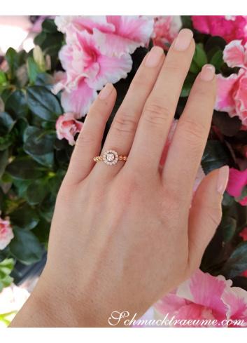 Verlobungsring am Finger