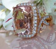 Opulenter Morganit Ring mit Brillanten image