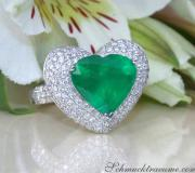 Terrific Emerald Heart Ring with Diamonds image