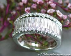 Brillant Ring mit Baguette Diamanten in Weißgold